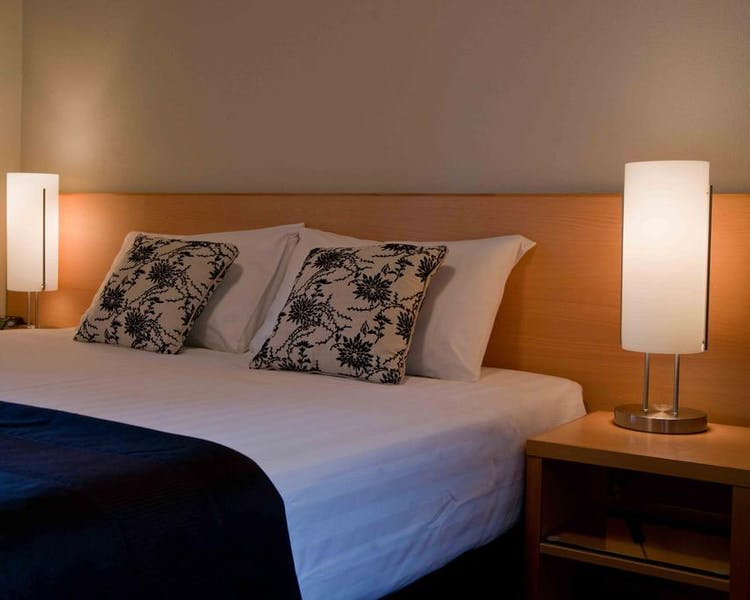 Greymouth Hotel rooms, studios, and apartments include a flat-screen TV and a private bathroom with free toiletries.