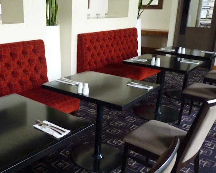 Ashley Hotel Greymouth has Studios and apartments with a kitchenette or full kitchen are also available.