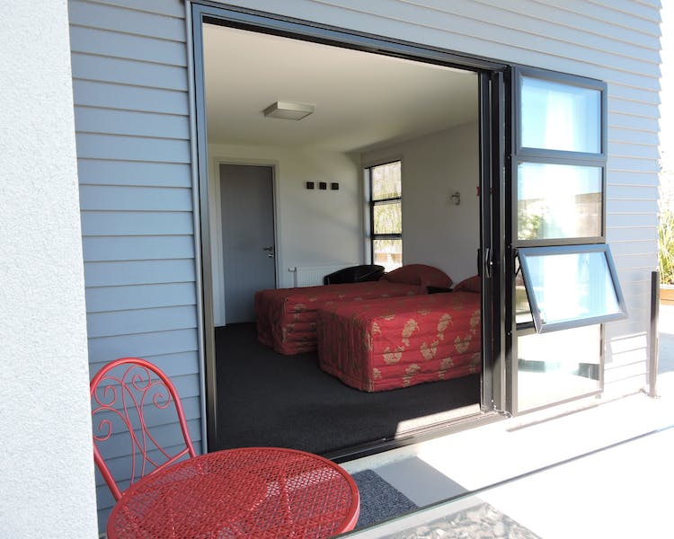 Studio with Twin Beds & Patio The Reservation B&B Gore