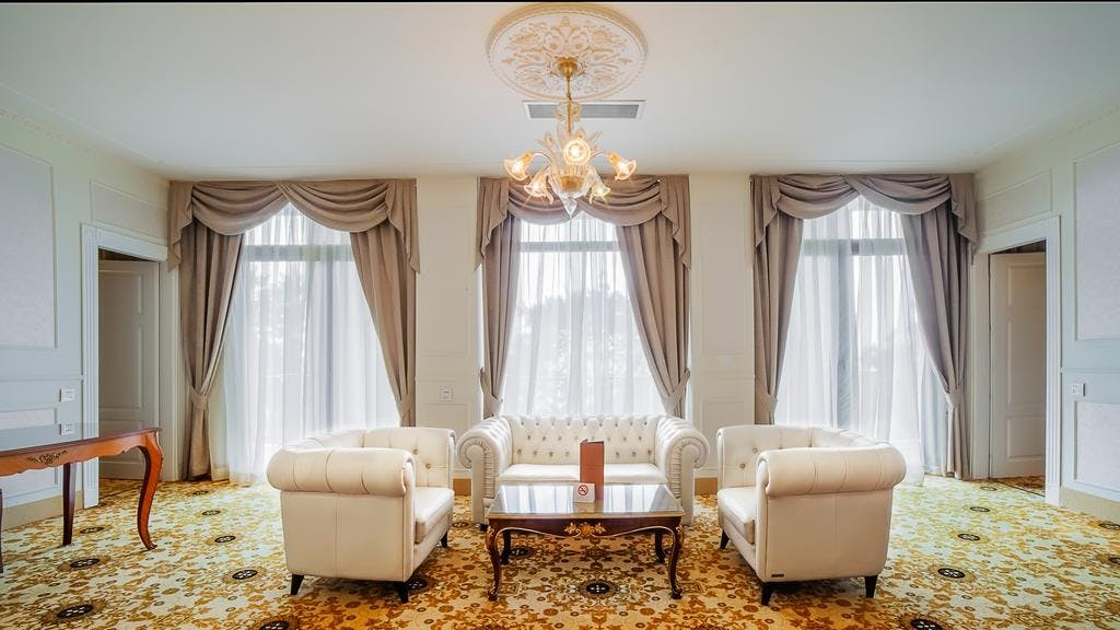 Executive Suite Room - Living Room