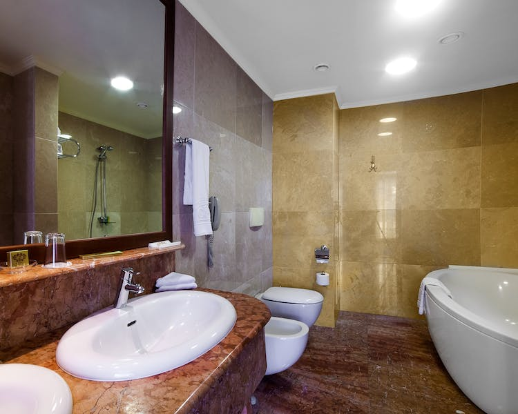 Premier Suite - Bathroom