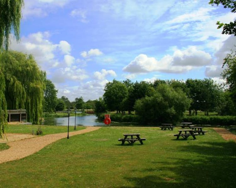 Queens Head Inn Gardens down by the River Nene