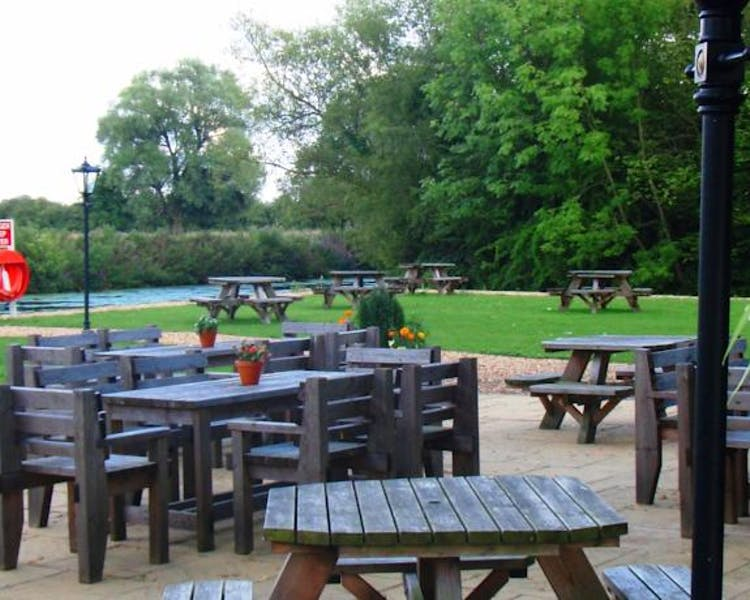 Queens Head Inn Gardens, Drinks by the River Nene