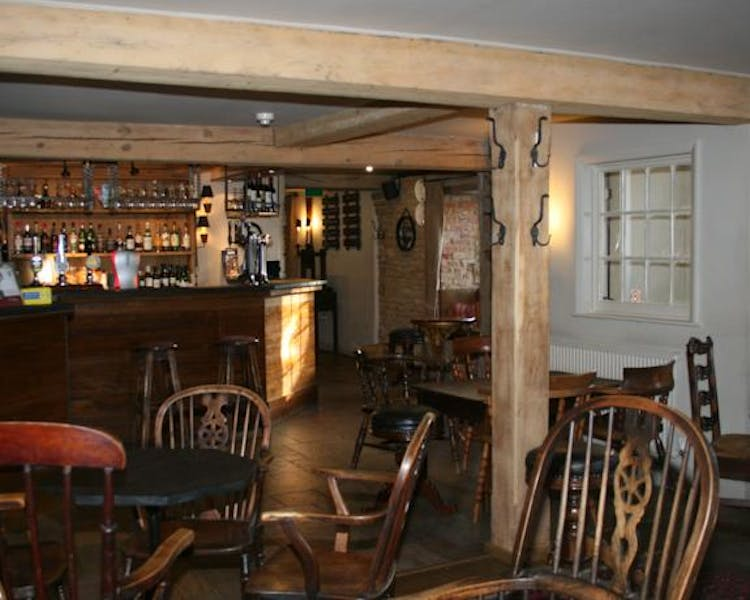 Queens Head Inn Bar & seating area