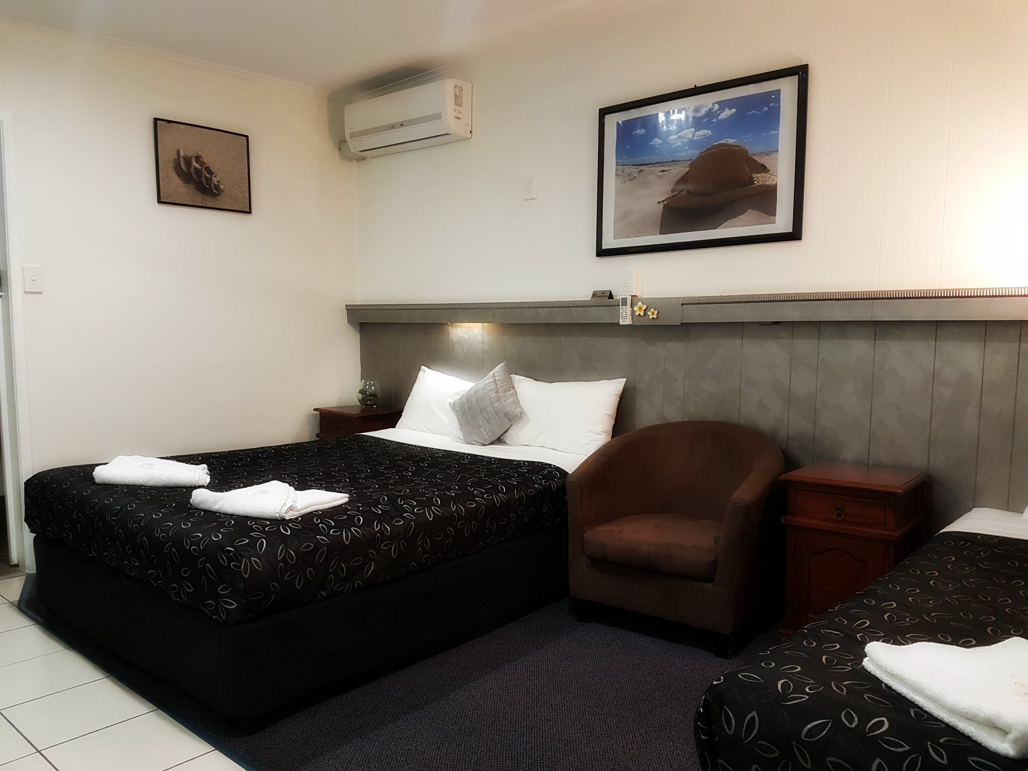 Deluxe standard room with one queen bed and one single bed