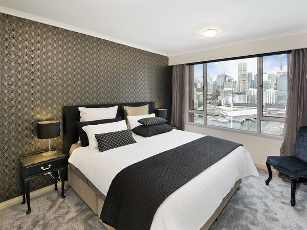 Large King Bed spectacular View to the City Large HD TV Ensuite with Bath Walk in Robe Safe for your belongings