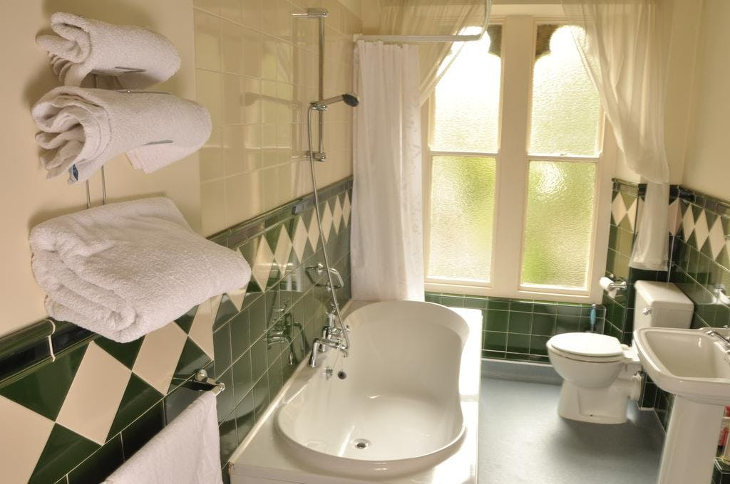 Room 9 Twin En suite Standard Bathroom