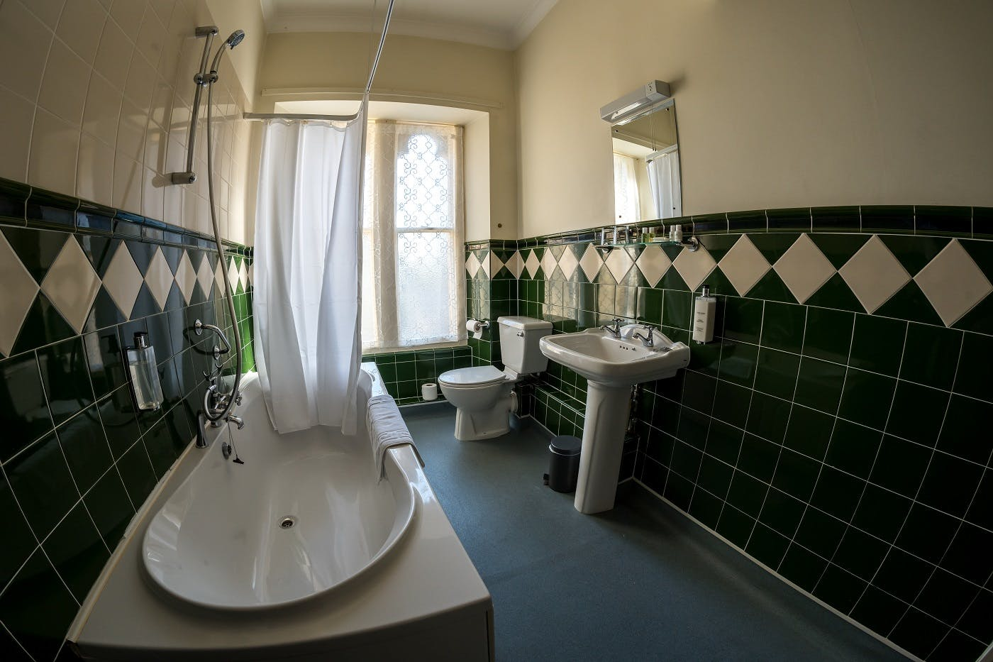Room 9 Standard Twin ensuite Bathroom