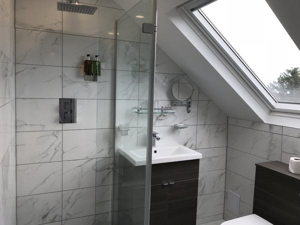 Castle View Double Deluxe En suite Bathroom