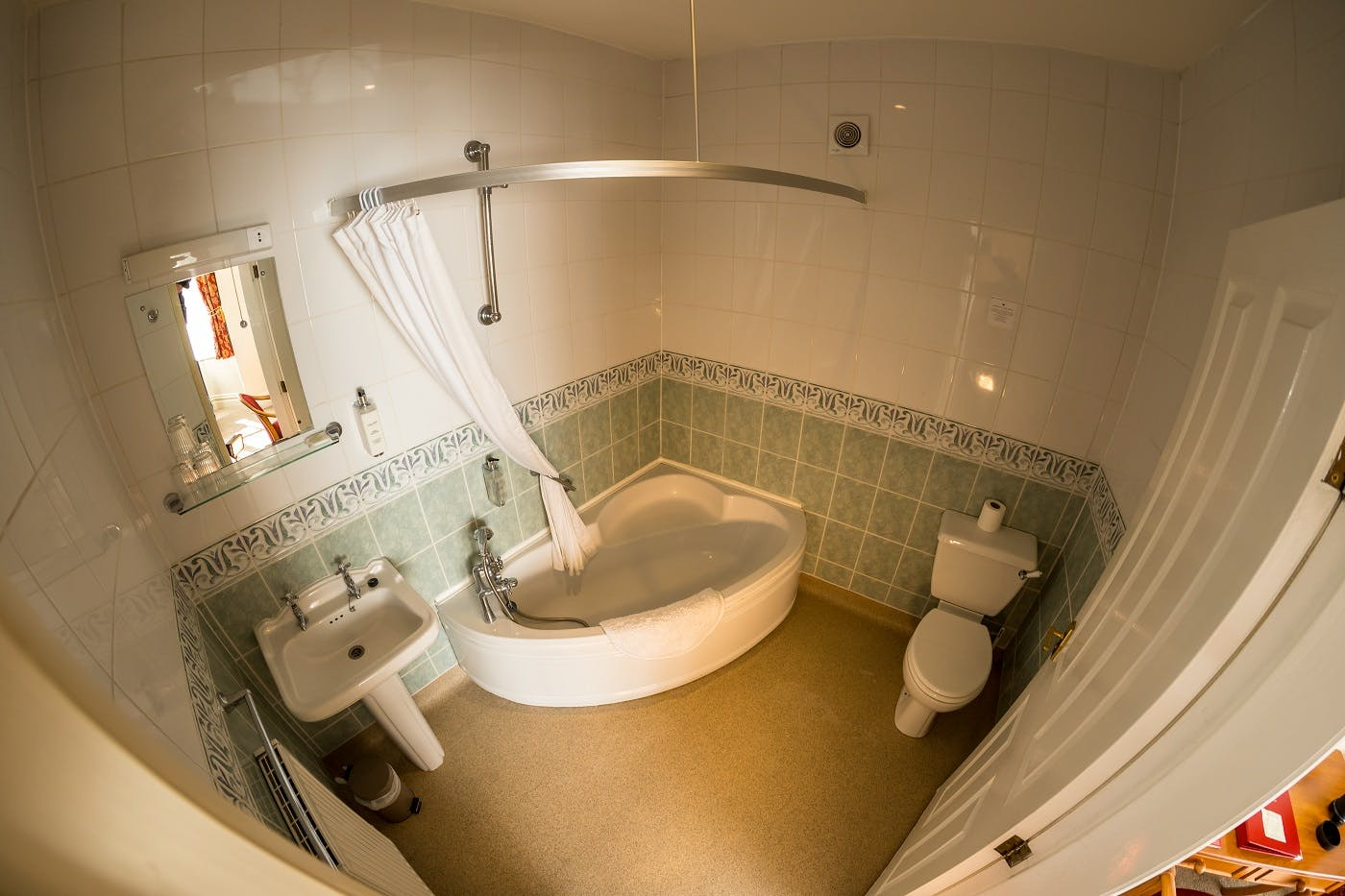 Room 1 Standard ensuite Family Bathroom (2 adults +2 children)