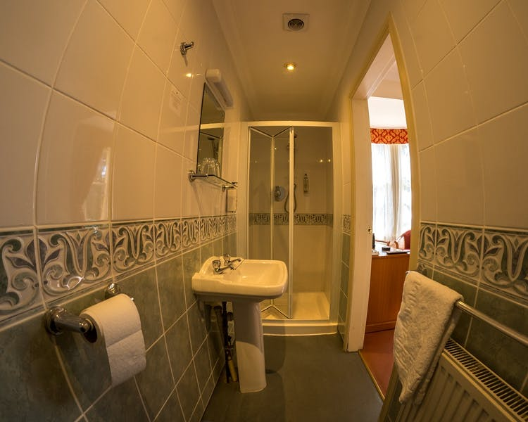 Room 2 Standard Double ensuite Bathroom