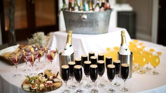 arrival-Guinness-champagne--drinks-reception-donegal-