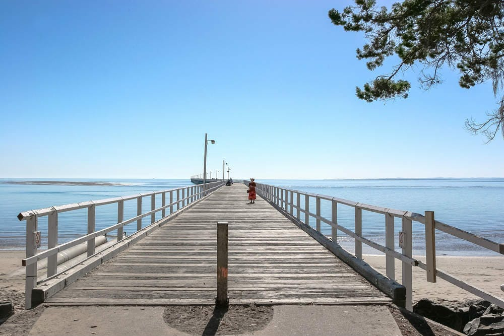 Hervey Bay jetty, a stroll on the beach is relaxing