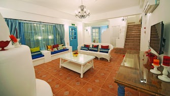 Santorini Villa (10 People)