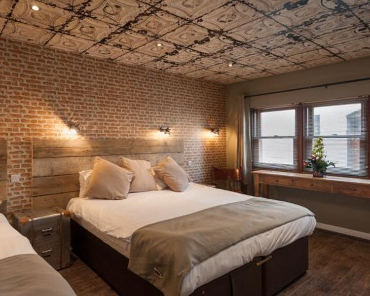 MEWS - New York sleeps 4