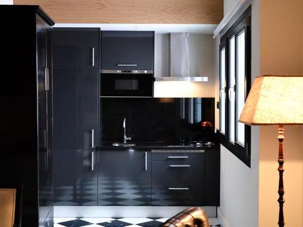 DELUXE one bedroom Apartment DUPLEX kitchenette. Aguilas5 SevillaSuites