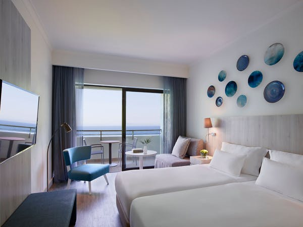 Deluxe room sea view with twin beds