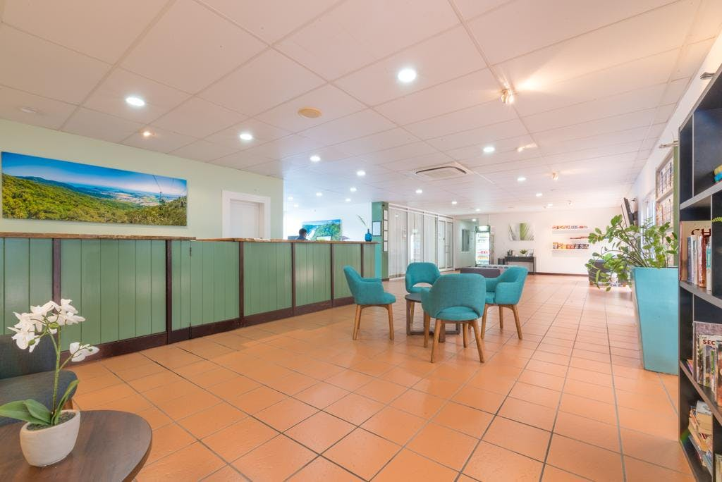 coral-tree-inn-cairns-reception