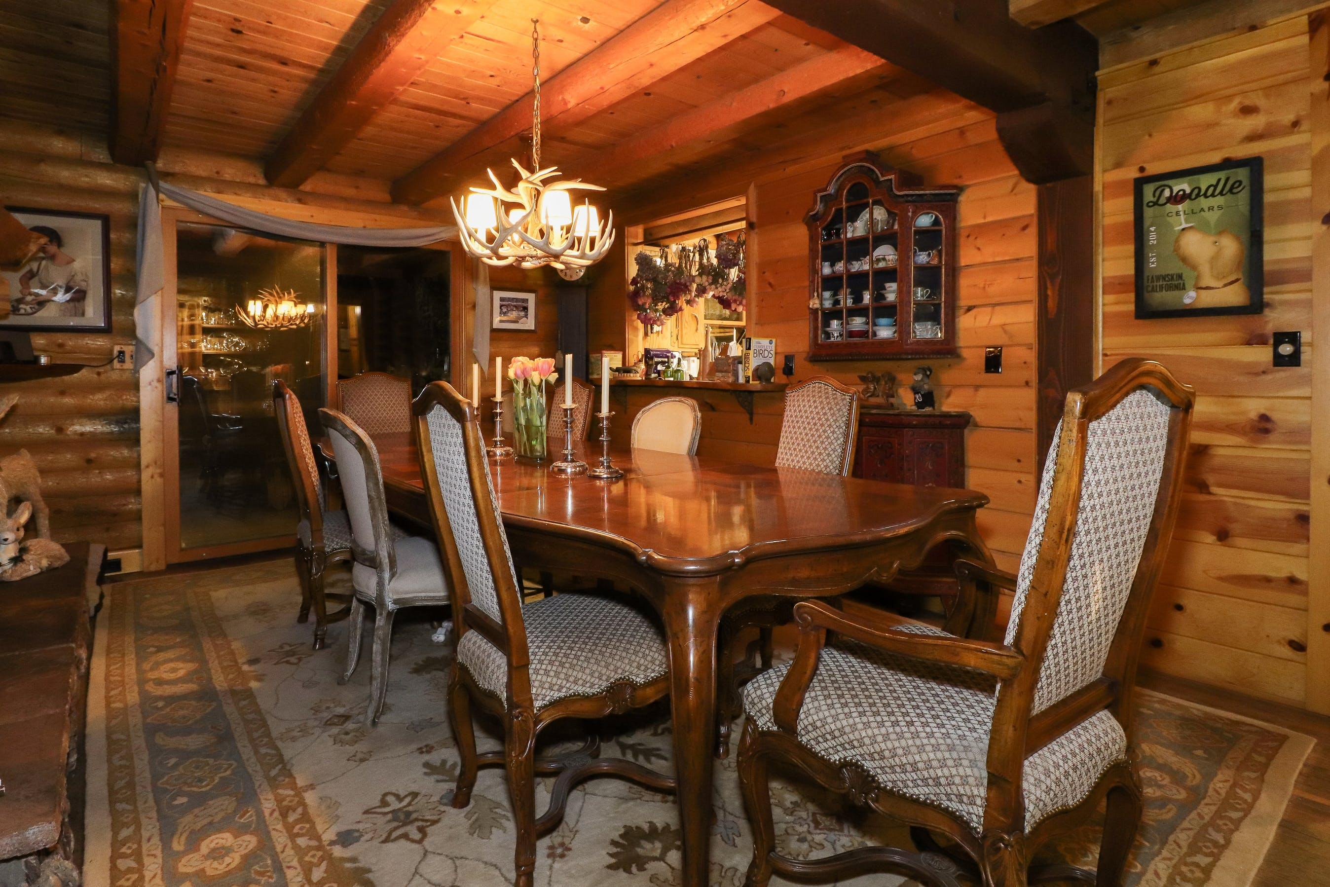 Log home B&B with beautiful dining room & full gourmet breakfast