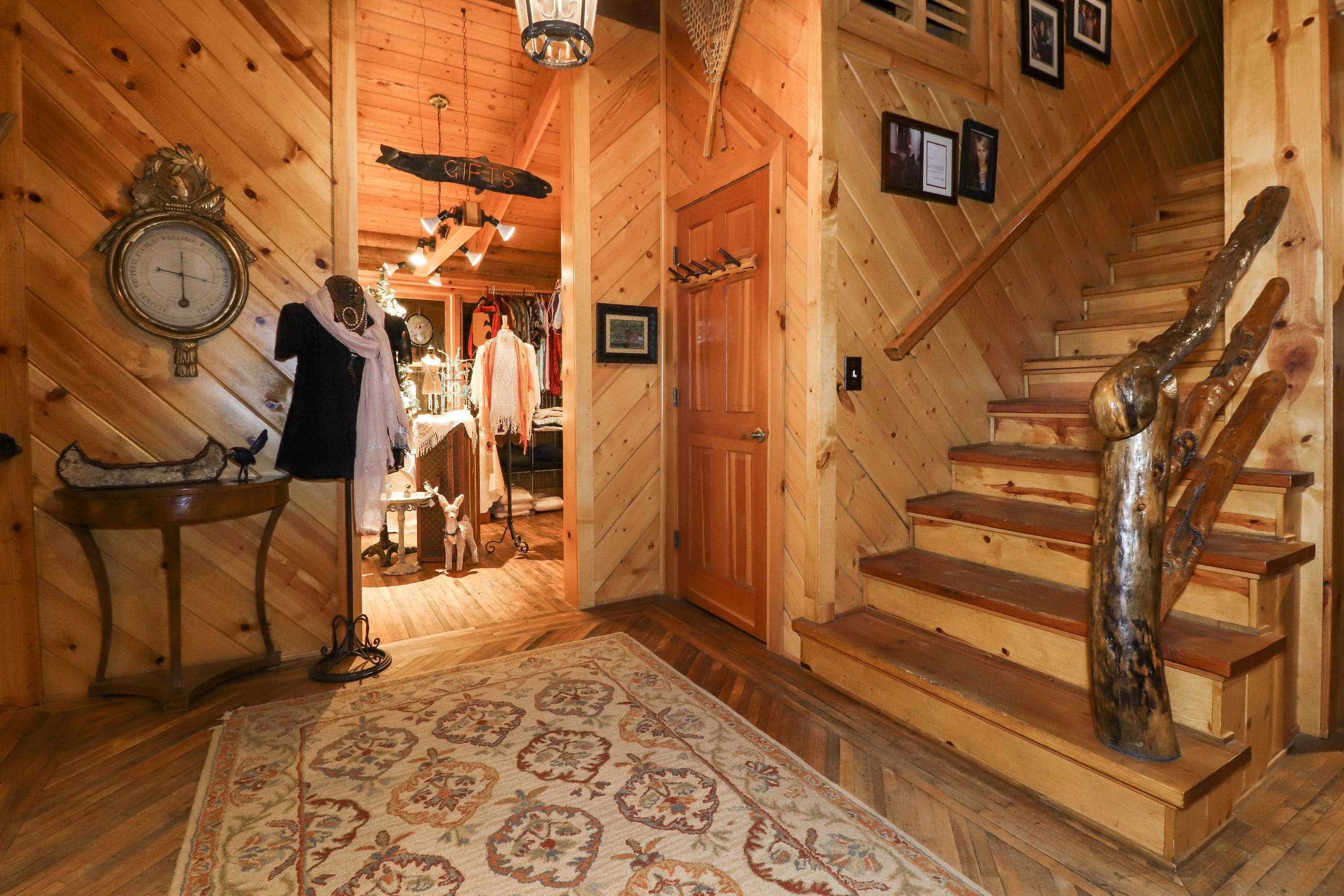 Log home B&B on quiet north shore of Big Bear Lake with gift shop