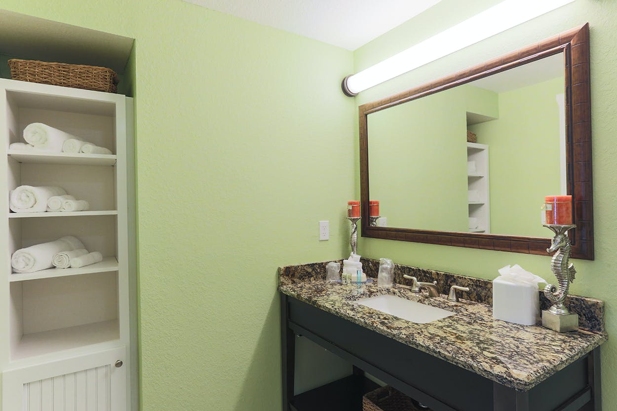 Harbourside At Marker 33, Indian Rocks Beach, 1 or 2 bedroom Condos. Bathroom.