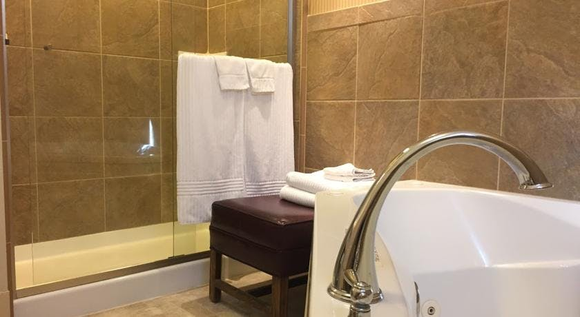 Private walk-in shower and tub in Yosemite Suite