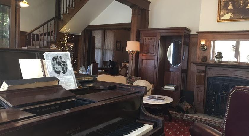 Working player piano in parlor
