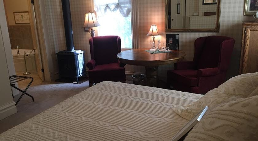 Bed and table in Yosemite Suite