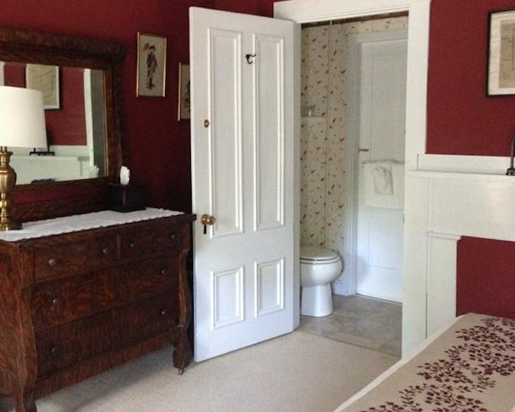 ensuite bathroom in queen room