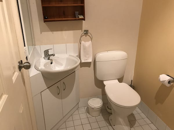 Room 5 queen ensuite