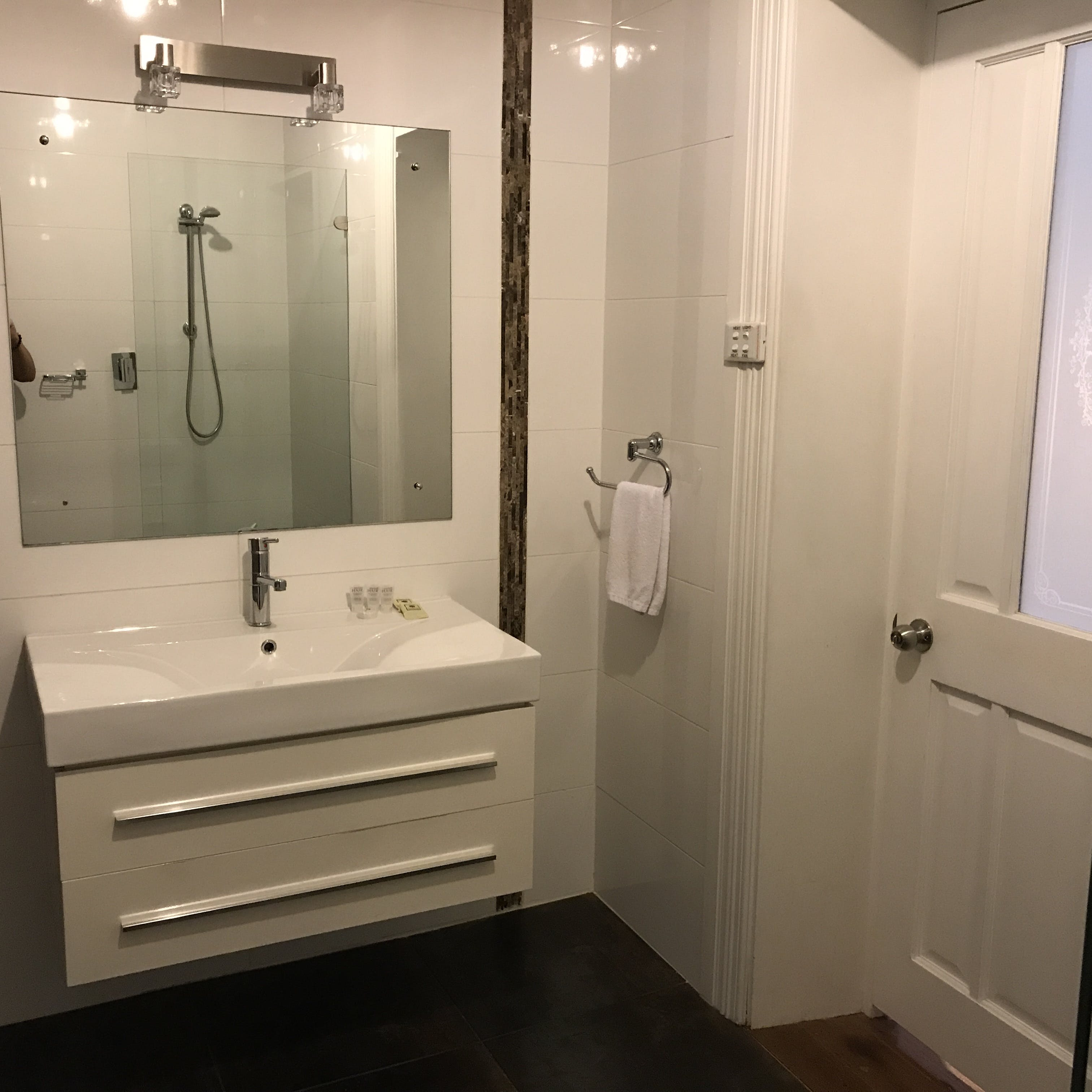 Room 12 queen ensuite