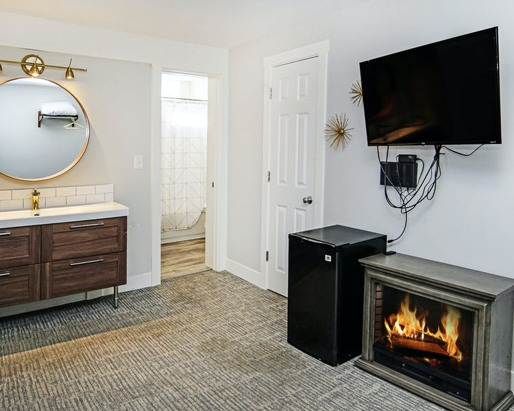 Luxury studio suite with fireplace Coastal Suites Resort MI