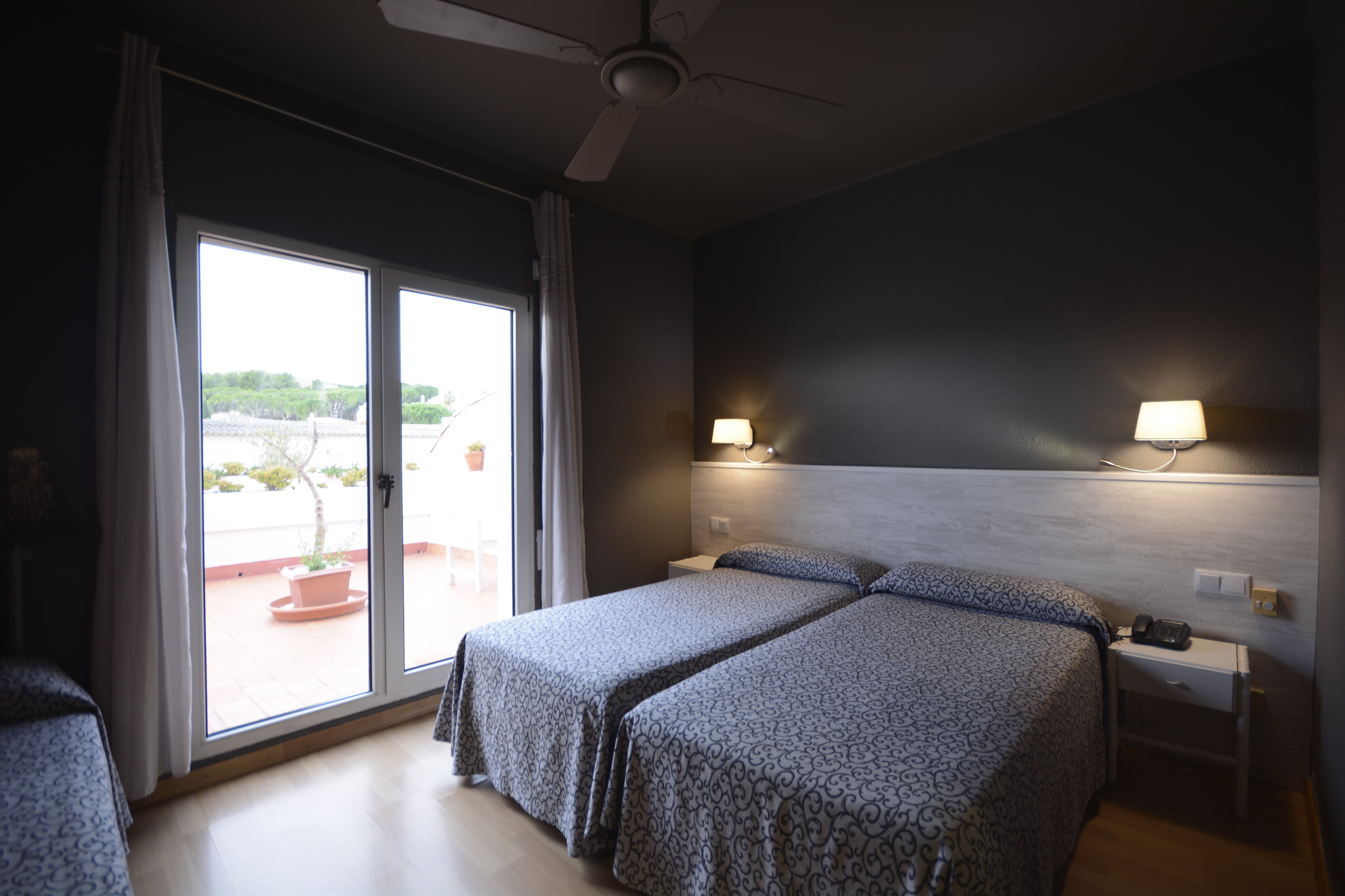 Twin Room | Hotel & Restaurant Figueres Parc