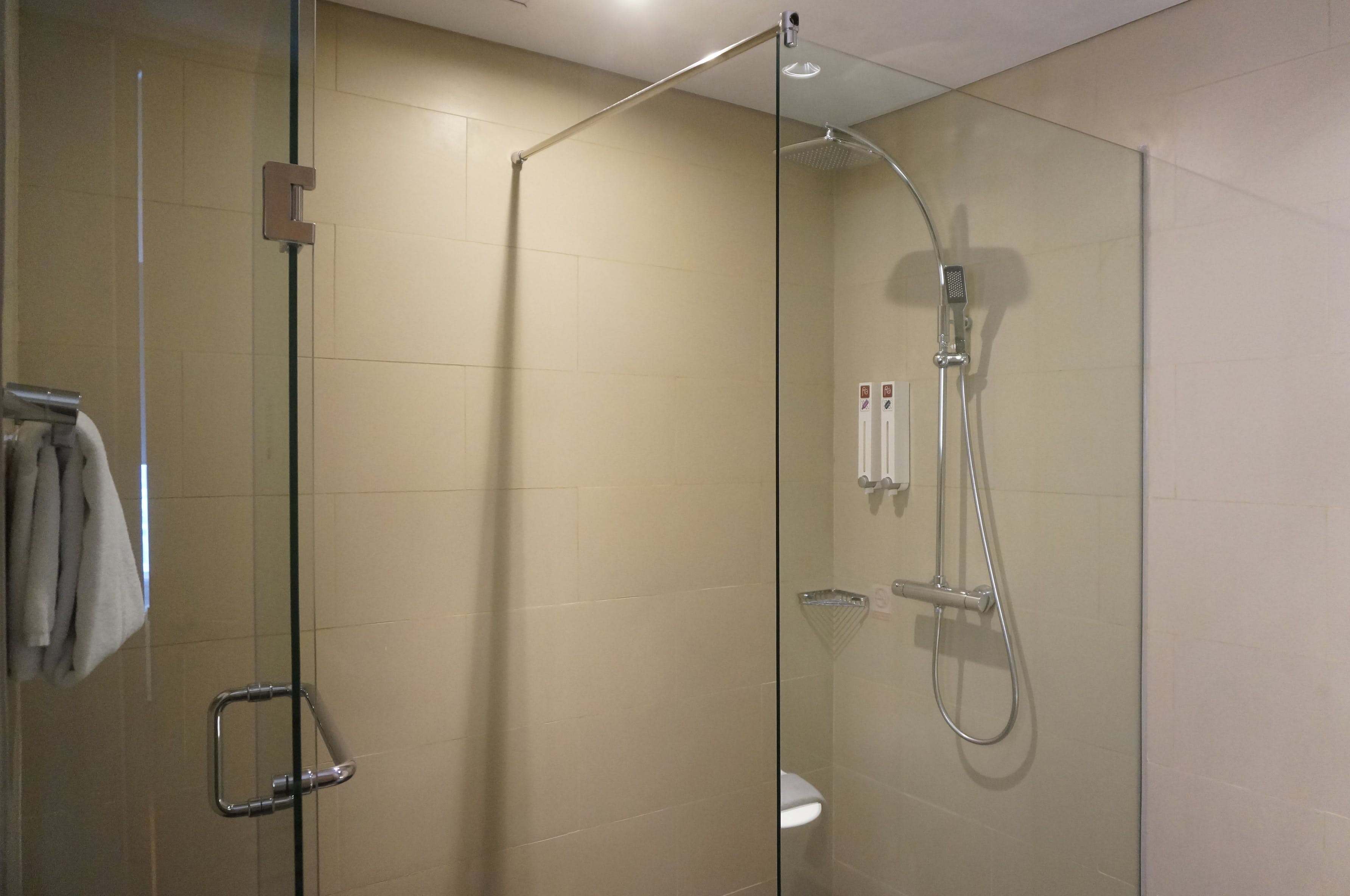 Bathroom Ra Executive Suite-4