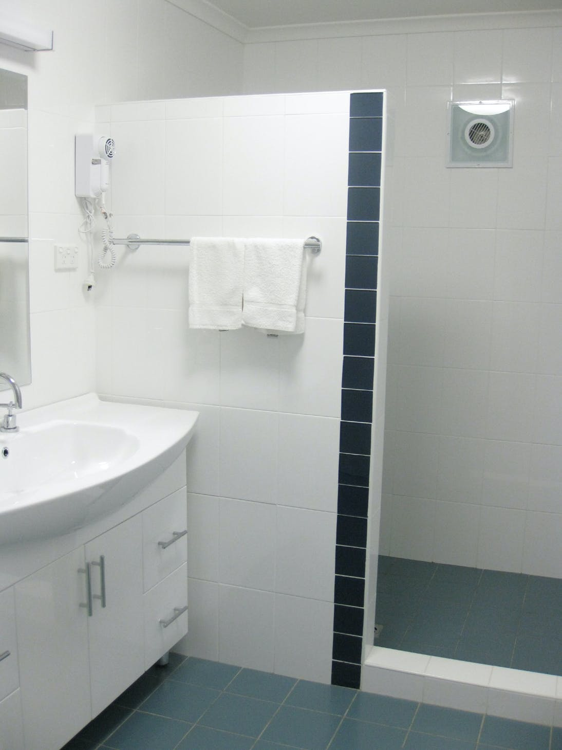 Apartment accommodation Shellharbour Resort bathroom