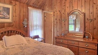 2nd floor Queen Bed Room w private bath
