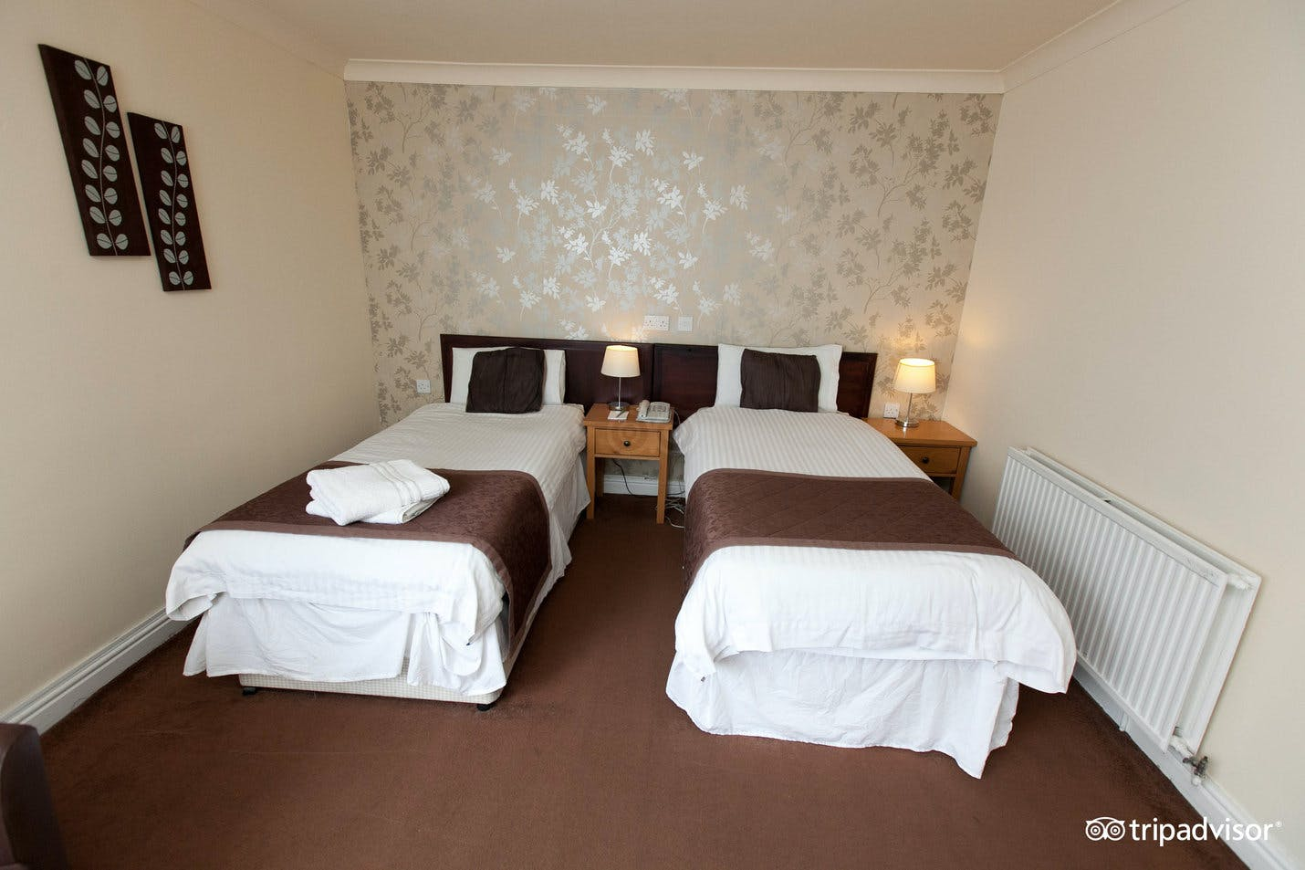 twin room without window  gardens hotel manchester