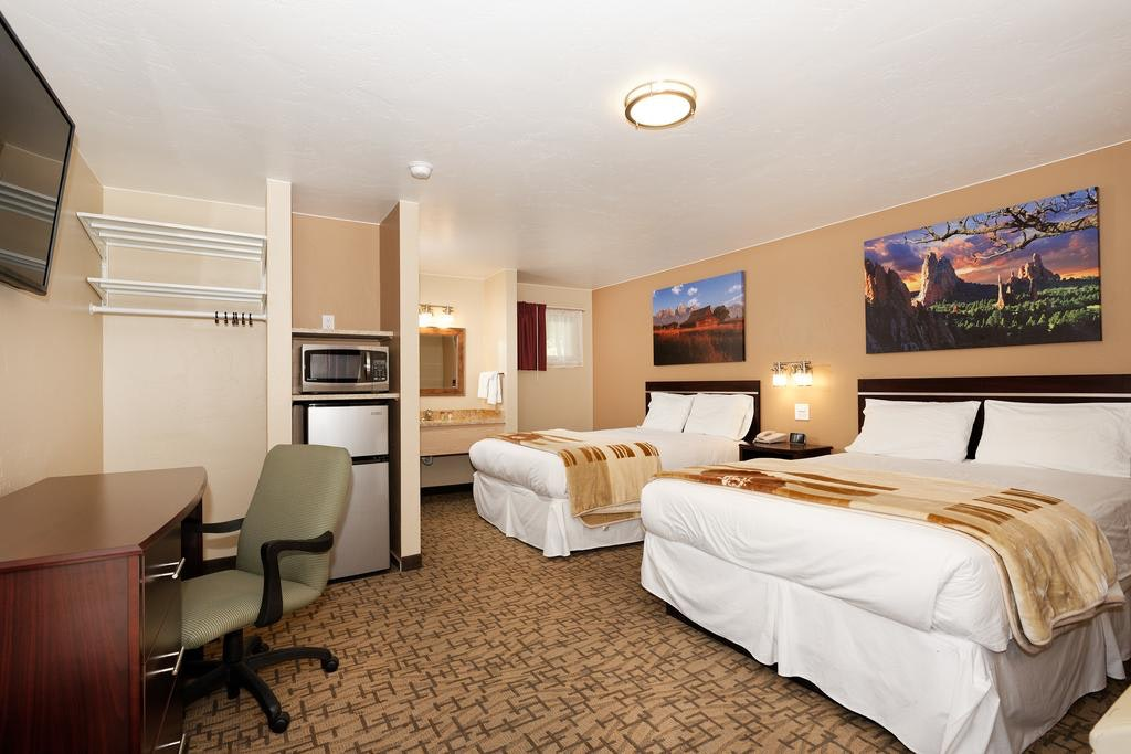 Picture of: Room With Two Queen Beds Glenwood Springs Inn