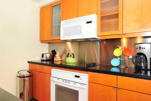 Yonge Suites One Bedroom Suite Fully Equipped Kitchen