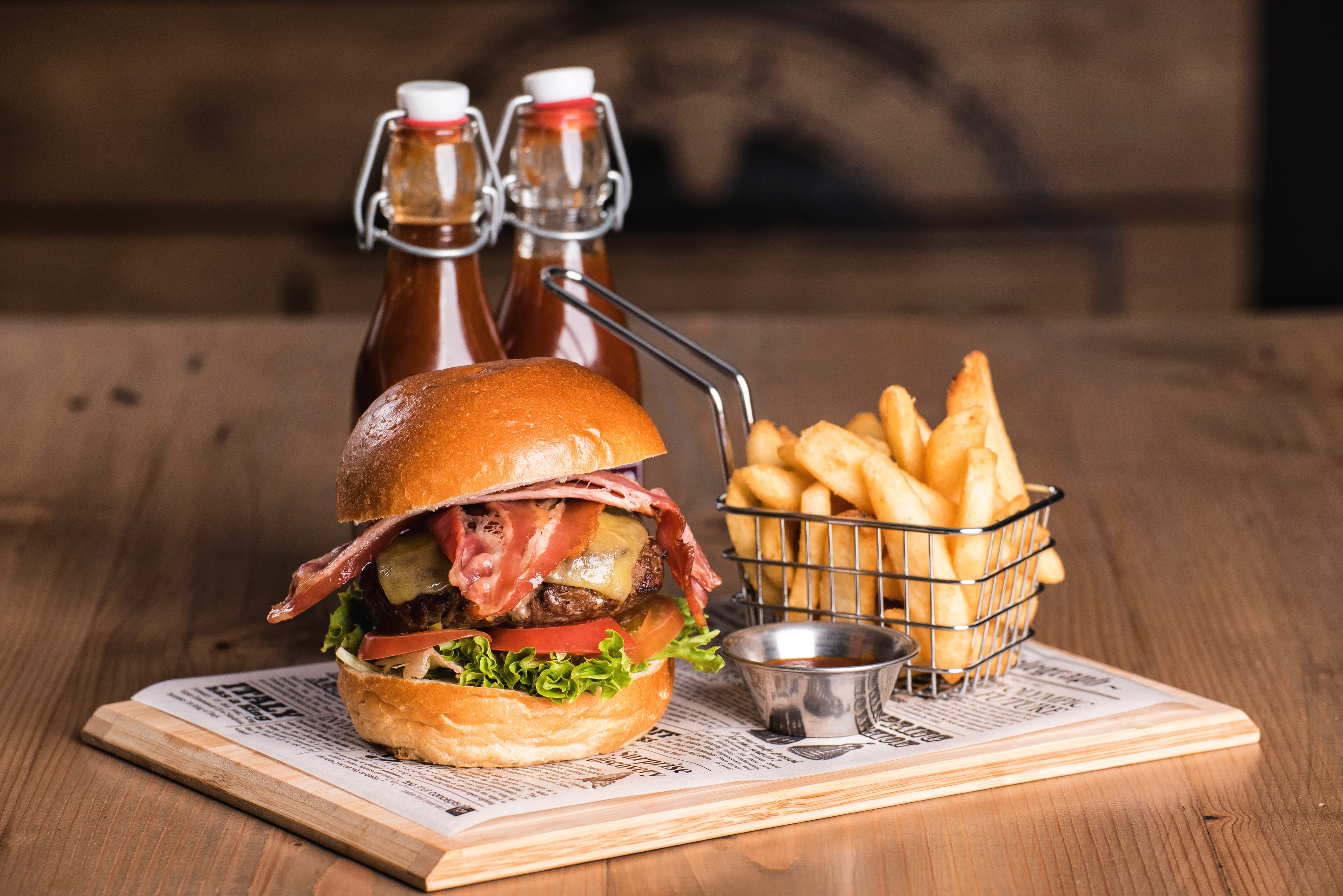 Angus beef burger, Leigh Creek Bar & Grill, Leigh Creek Outback Resort, Flinders Ranges accommodation