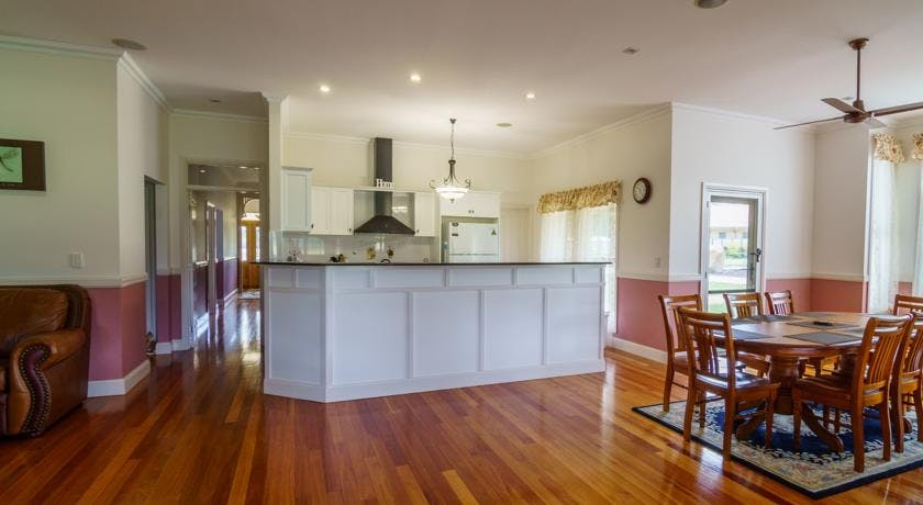 Kitchen Area - Serenity Holiday Home Rentals Stanthorpe