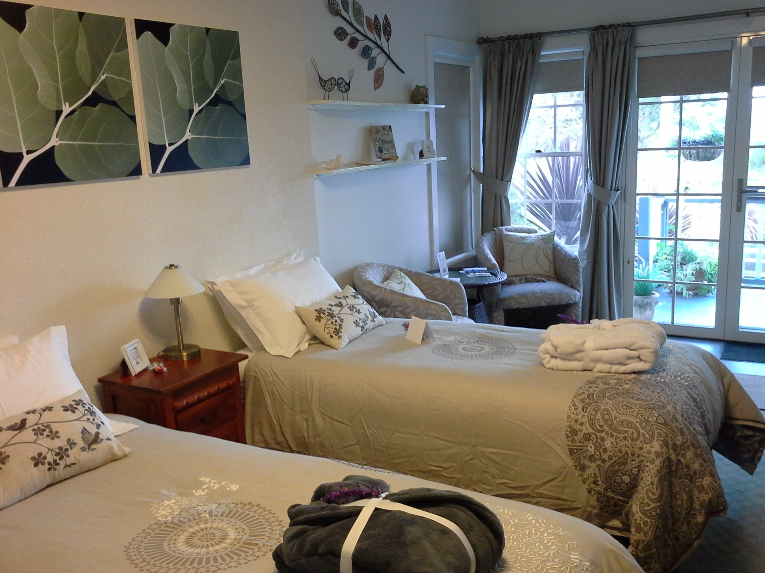 Terrace Room Twin Configuration hillsidebedandbreakfasthuonvalley.com