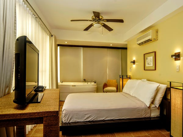 Master bedroom of Hanuno'o penthouse at Boracay SandCastles The Apartments.