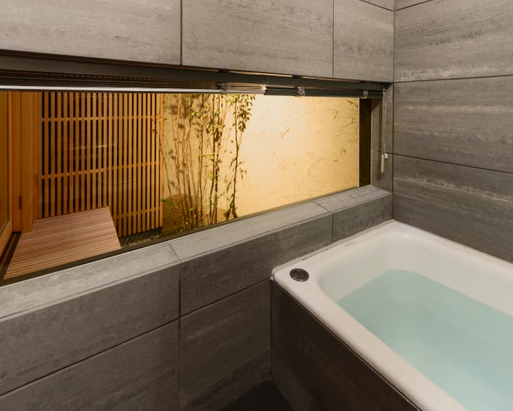 BenTen West - 1F Bathtub with garden view