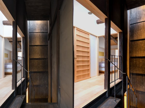 BenTen East Machiya in Kyoto - 2nd floor staircase landing