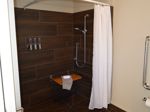 Deluxe Queen Studio Room Accessible Ensuite