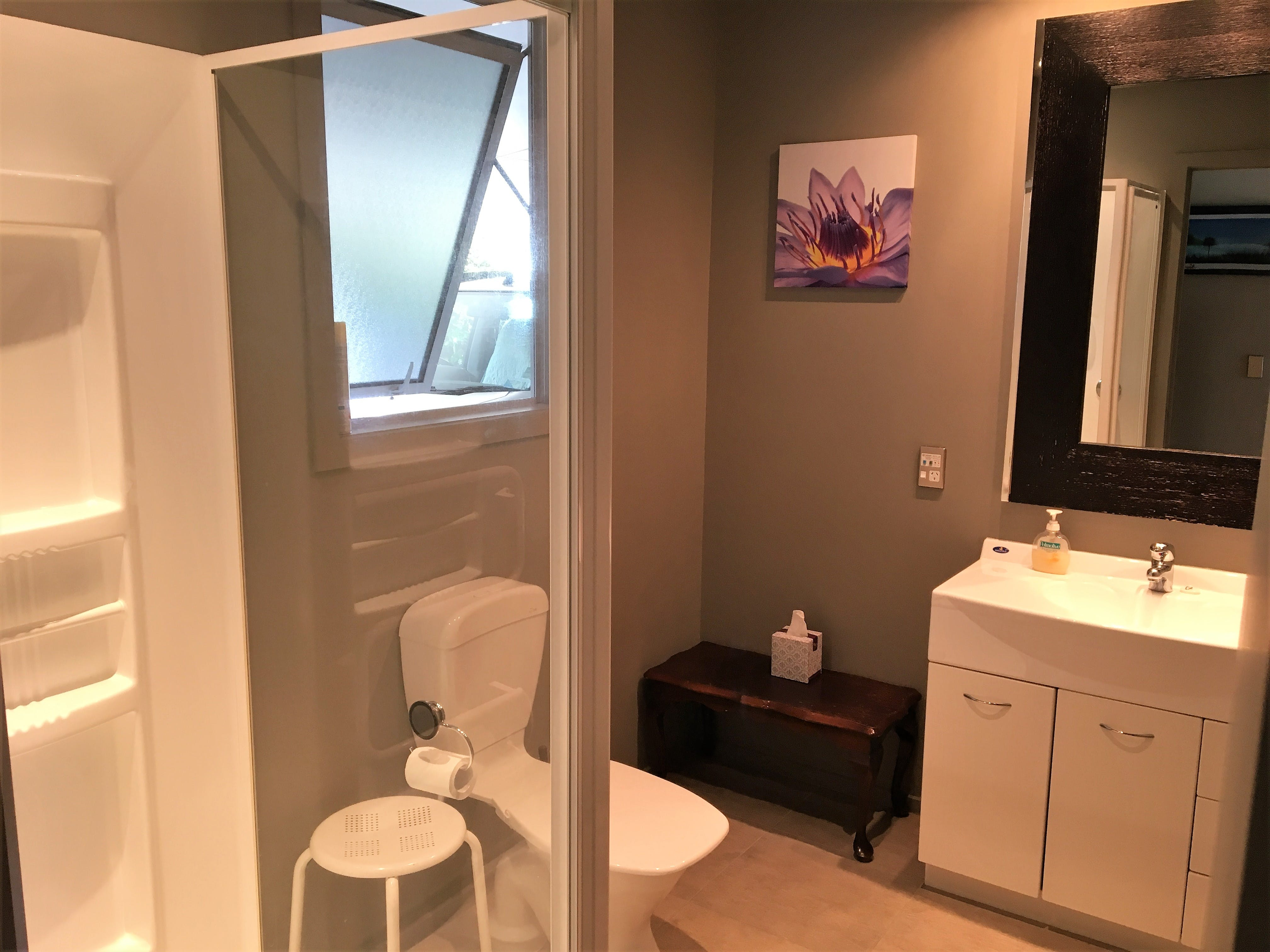 3 bedroom townhouse bathroom