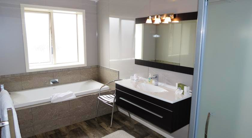 2 bedroom bathroom with spa bath