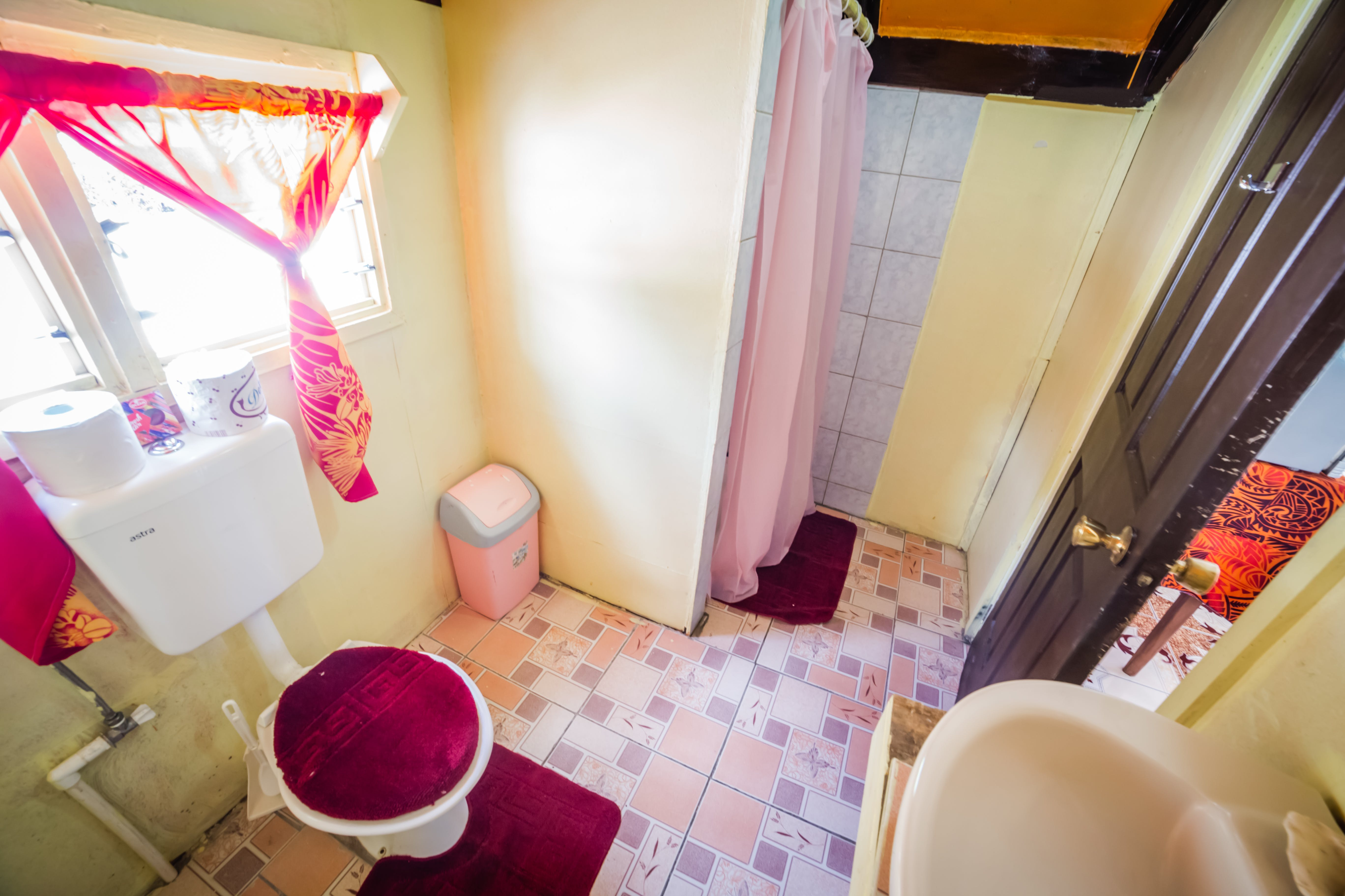 Bathroom & toilet in Beach Enclosed En-suite fale