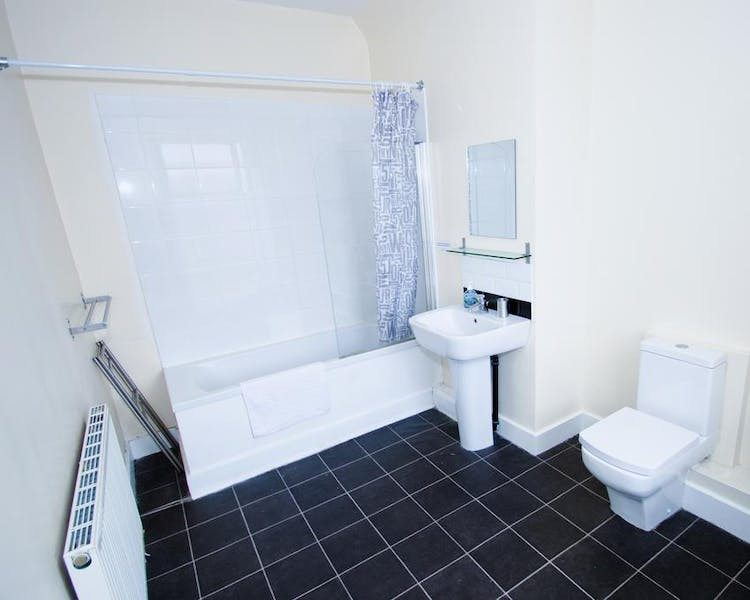 Three bedroom Economy Apartment - Bathroom